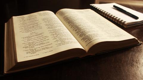 """Nella Bibbia, il libro dell'Apocalisse dice: """"Se alcuno vi aggiunge qualcosa, Dio aggiungerà ai suoi mali le piaghe descritte in questo libro; e se alcuno toglie qualcosa dalle parole del libro di questa profezia, Iddio gli toglierà la sua parte dell'albero della vita e della città santa, delle cose scritte in questo libro"""" (Apocalisse 22:18-19). Qual è il rapporto tra l'opera di Dio degli ultimi giorni e le profezie del libro dell'Apocalisse? L'opera di Dio adempie tutte le profezie dell'Apocalisse?"""