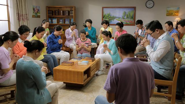 Le persone che credono in Dio pregano insieme Dio