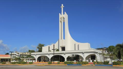 Cosa dimostra il fatto che il Cristianesimo sia diviso in oltre duemila confessioni?