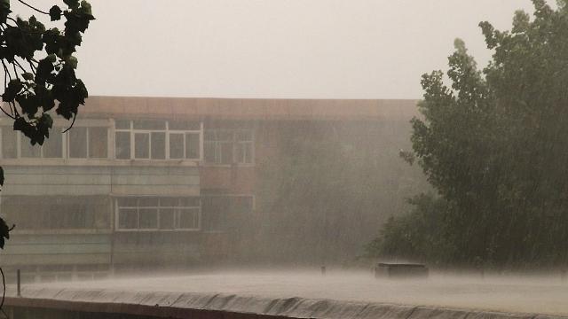 Sta piovendo