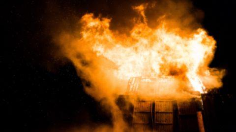 La prodigiosa protezione di Dio in un incendio pericoloso e terrificante