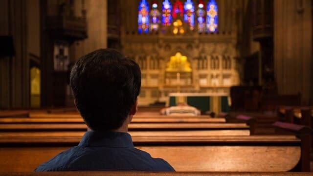 Dietro le chiese vuote, quale sarà la causa…