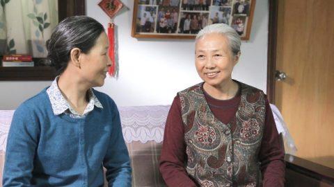 Una donna di settant'anni resta paralizzata da un ictus, ma guarisce miracolosamente affidandosi a Dio