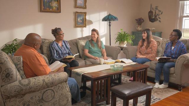 cinque cristiani fanno la riunione vivendo una vita significativa