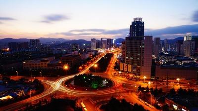Riflessioni sul senso della vita: vista notturna sulla città