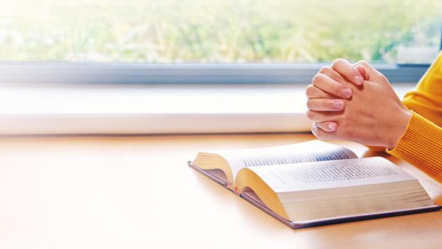 leggere la parola di Dio e pregare Dio