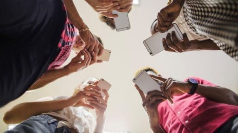 Perché non riusciamo a sconfiggere la dipendenza da cellulare?